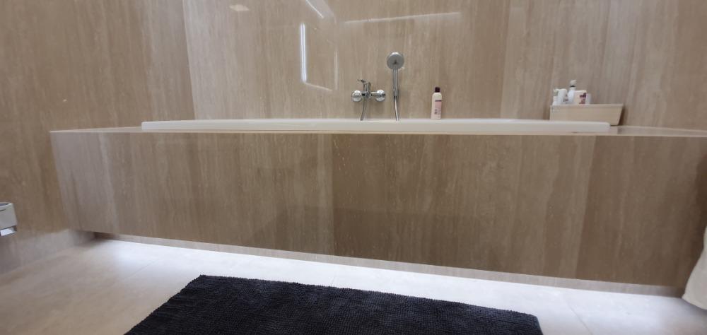 Obklady-i-rekonstrukce-koupelen-provedou-OBKLADAČI-Plzeň-velkoformátové-obklady-a-dlažby