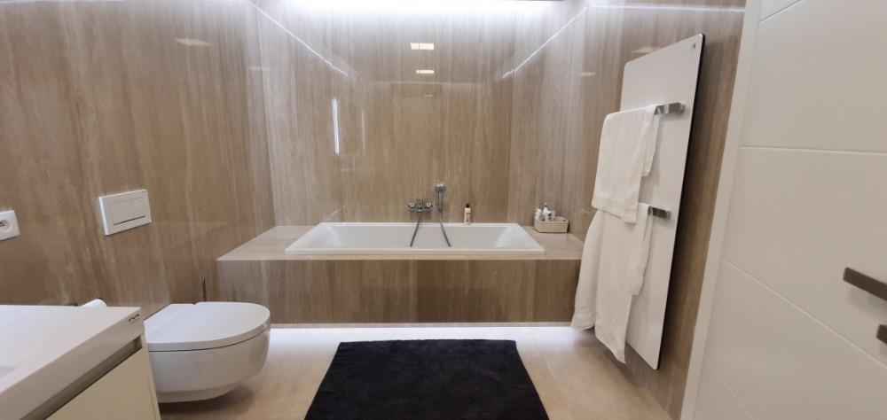 Obklady-koupelen-provedou-OBKLADAČI-Plzeň-velkoformátové-obklady-a-dlažby-rekontrukce-koupelen