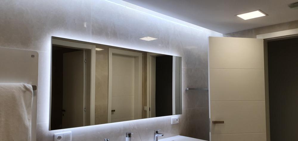 Obklady-koupelen-provedou-OBKLADAČI-Plzeň-velkoformátové-obklady-a-dlažby