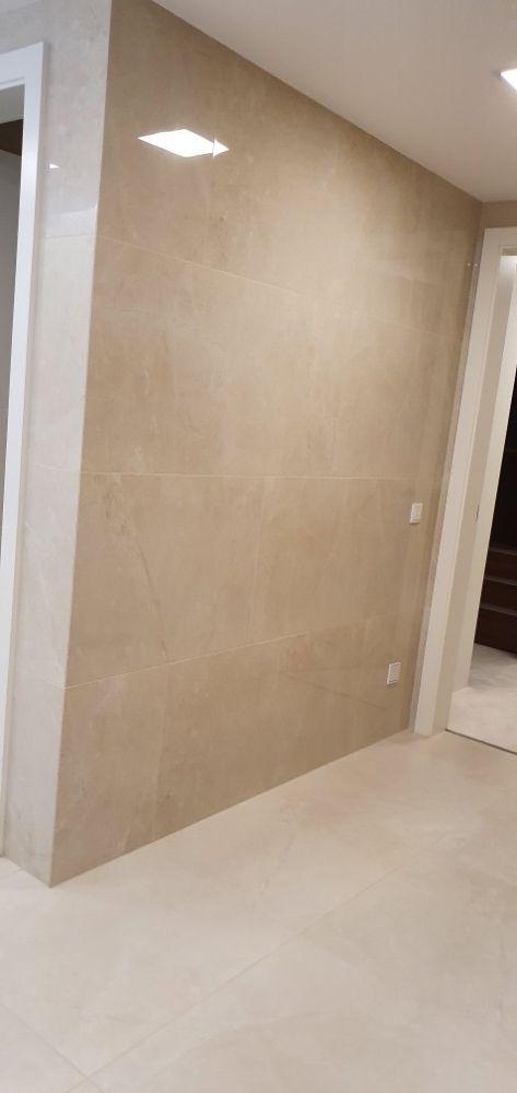 Obložení koupelny provádí OBKLADAČI Plzeň - velkoformátové obklady a dlažby