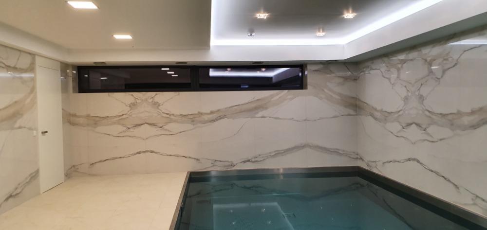 Obložení-koupelny-velkoformátové-obklady-a-dlažby-obložení-koupelen
